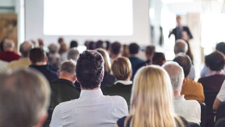 9 dicas úteis para manter a calma antes de falar em público